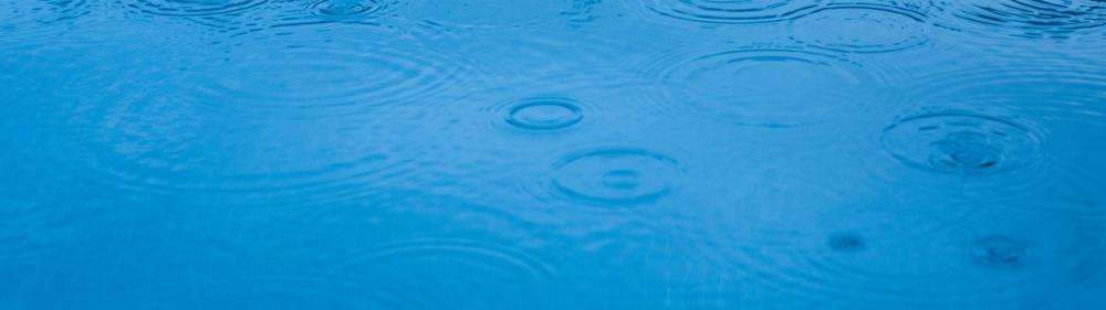 como-afecta-la-lluvia-piscina