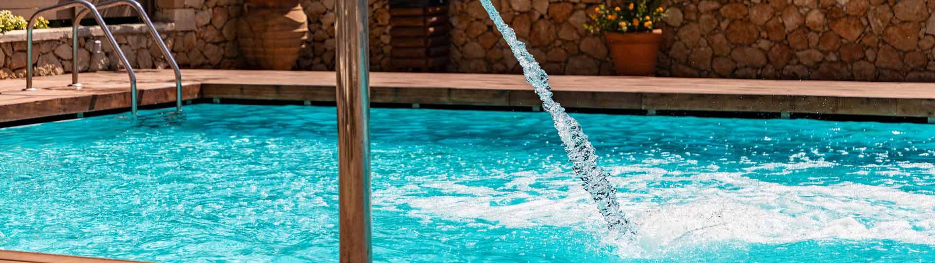 como-limpiar-agua-verde-piscina-detalle