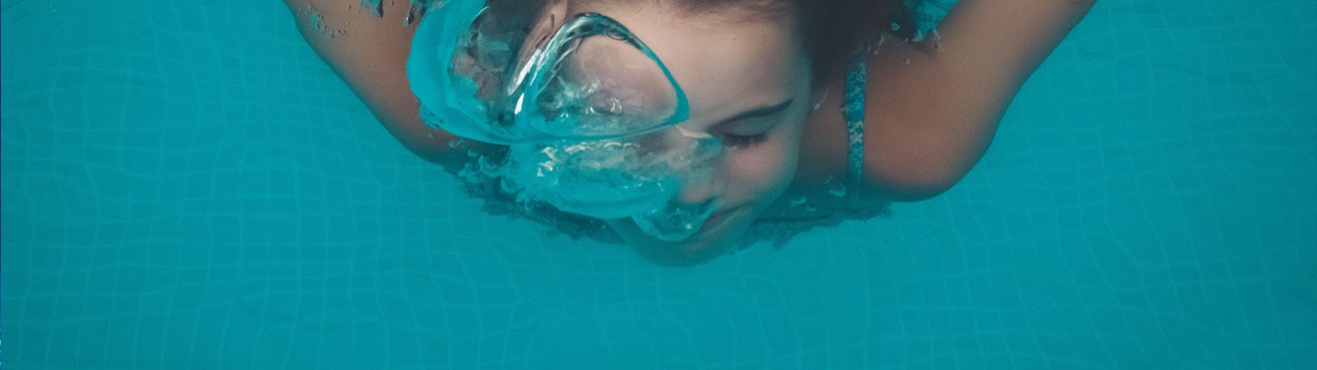 consejos-evitar-irritacion-ojos-cloro-piscina-detalle