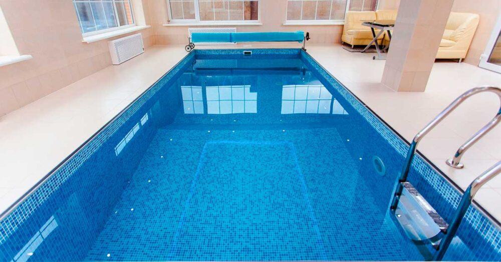 evitar moho piscinas climatizadas